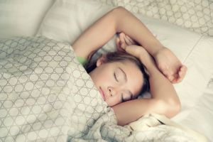 Des horaires de coucher stricts permettent aux ados de dormir plus