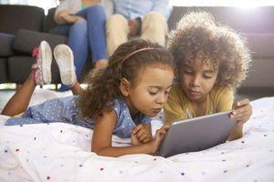 Ecrans : les parents doivent limiter leur utilisation devant les enfants