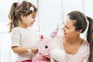 Les enfants font davantage confiance aux adultes beaux