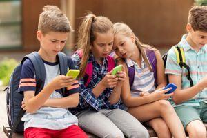 Les enfants préfèrent les smartphones et les tablettes aux jeux en plein air
