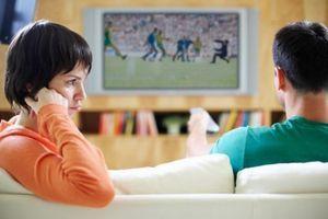 Les hommes détestent suivre un match de football avec leur femme