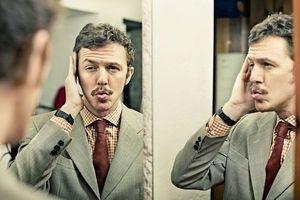 Les hommes, plus narcissiques que les femmes