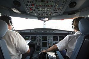 Les pilotes d'avions sont-ils suffisamment suivis psychologiquement ?