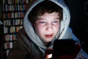 Les violences psychologiques subies pendant l'enfance augmenteraient le risque de cyberharcèlement chez les ados