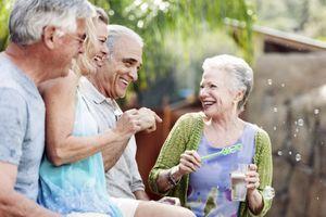 Devenons-nous plus généreux avec l'âge ?