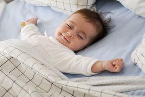 Une étude montre les bienfaits sur le long terme du fait de dormir avec bébé
