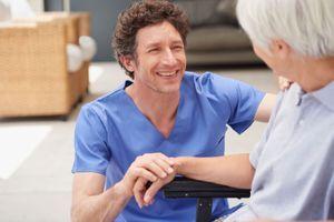 Vieillissement : stimuler les ondes du cerveau pour préserver un type de mémoire