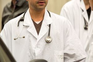 Attaques à Paris : suspension du mouvement de grève des médecins
