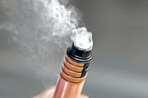 Cigarette électronique : un premier marqueur pour la mystérieuse maladie pulmonaire?