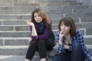 Cigarettes : la fin des arômes et des paquets girly
