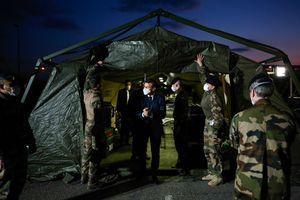 """Coronavirus : l'armée en renfort en France face à l'arrivée de """"jours difficiles"""""""
