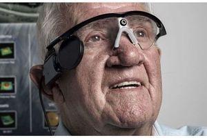 DMLA : la première implantation d'œil bionique est un succès