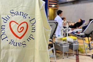 Don du sang : après les attentats de Paris, l'EFS lance un appel aux dons sur la durée