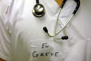 Grève massive des médecins hospitaliers : les raisons de la grogne