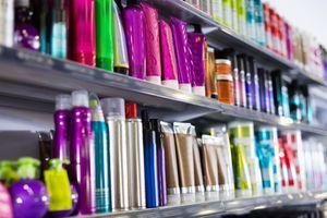 """Toxicité des produits cosmétiques : l'UFC-Que Choisir invite à """"faire le tri dans la salle de bain"""" grâce à un guide pratique"""