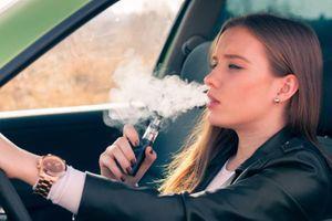 Les jeunes utilisateurs de cigarette électronique courent plus de risques de devenir fumeurs