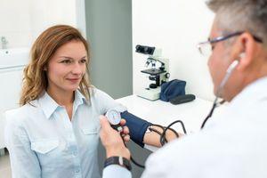 Hypertension artérielle : les femmes sont moins traitées que les hommes