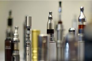 La e-cigarette attire les non-fumeurs