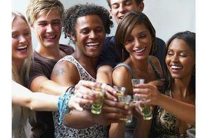 """Le """"binge drinking"""", un phénomène en hausse chez les jeunes"""
