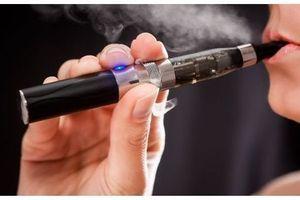 """Le passage des fumeurs à l'e-cigarette pourrait """"sauver des millions de vies"""""""