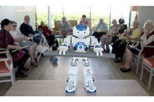 Le robot Zora anime les maisons de retraite