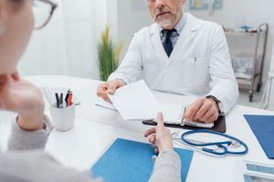 Les Français satisfaits des hôpitaux malgré des prises en charge trop expéditives