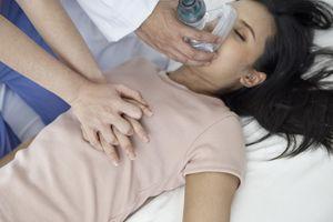 Massage cardiaque : les femmes en reçoivent moins à cause de leur poitrine