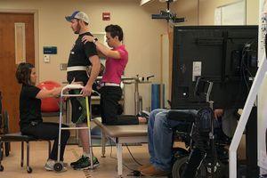 Un paraplégique réussit à remarcher grâce à l'implant d'une électrode