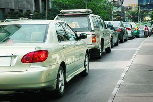 Rester trop longtemps assis en voiture peut causer des phlébites ou embolies pulmonaires