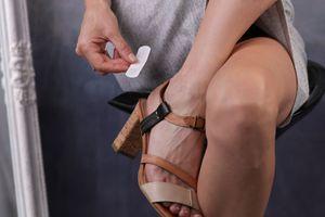 Victime d'une septicémie à cause d'une ampoule provoquée par ses nouvelles chaussures