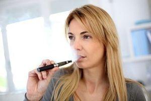 Sevrage tabagique : les cigarettes électroniques sont-elles utiles ?