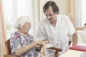 Un cinquième des personnes âgées se font aider chez elle au quotidien