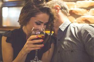 Flirt, attirance : Notre voix change même inconsciemment.