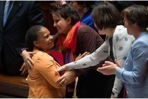 """Le """"mariage pour tous"""" adopté par le Parlement"""