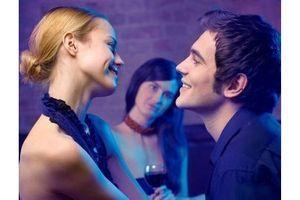 Les femmes infidèles cherchent des amants plus généreux et plus drôles