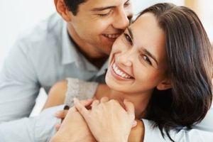 Les jeunes mariés comblés prennent plus facilement du poids