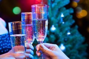 Les soirées de Noël au travail, l'occasion de flirter avec un(e) collègue ?