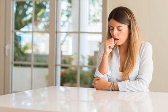 Toux, mal à la gorge, fièvre... comment soigner une bronchite ?