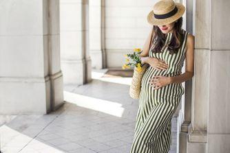 Robe et combi de grossesse : les must-have pour cet été