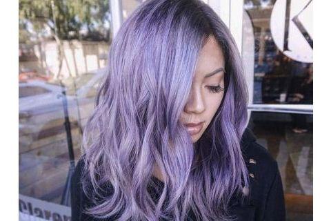 Alerte tendance coiffure : il y a du lilas dans l'hair
