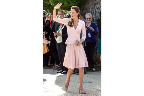 1er voyage officiel avec George : les plus belles robes de Kate
