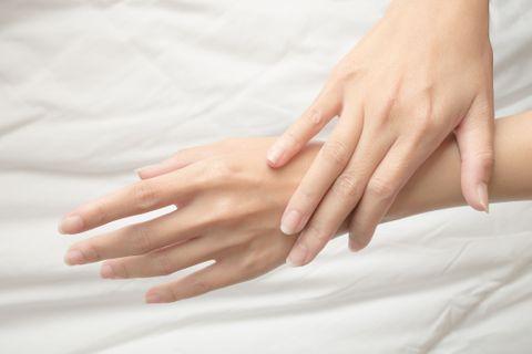 Quelles pathologies révèle la couleur de vos ongles ?