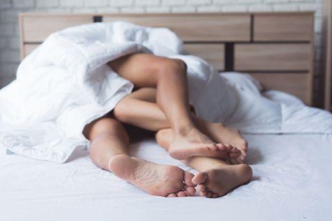 10 positions sexuelles pour faire l'amour quand il fait trop chaud