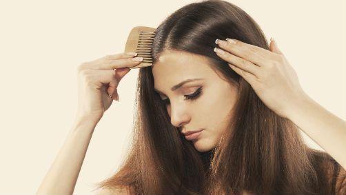 Chute de cheveux : les produits qui tombent à pic