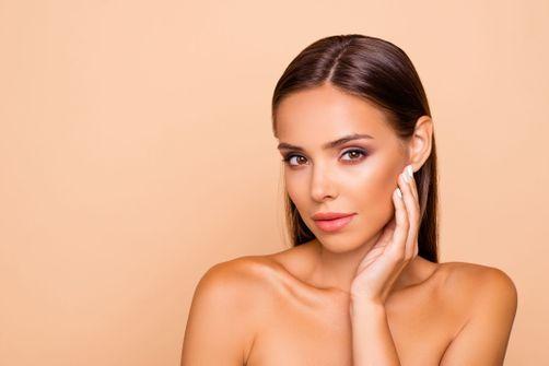 M.A.C Cosmetics crée une ligne de make-up étincelante pour le visage et le corps