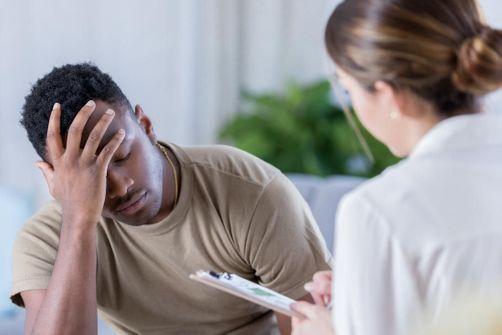 Jeune père en dépression post-partum