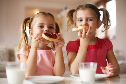 Petit-déjeuner et goûter : quelles alternatives saines pour les enfants ?