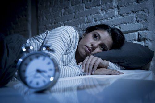 Grignoté de toutes parts, le sommeil passe sous la barre des 7 heures