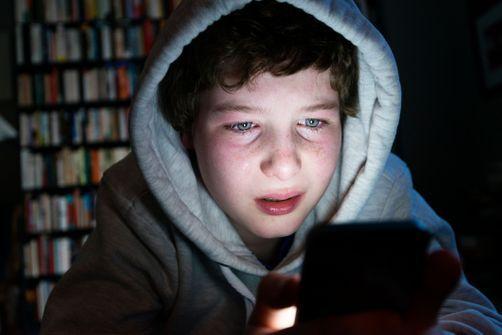 Les garçons victimes de cyber-harcèlement sont plus susceptibles d'adopter des comportements sexuels à risque