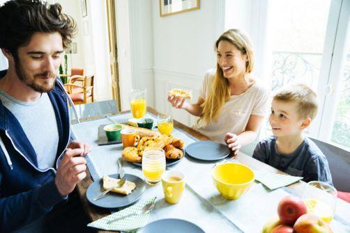 petits-dejeuners-famille-aideraient-enfants-a-mieux-accepter-leur-corps